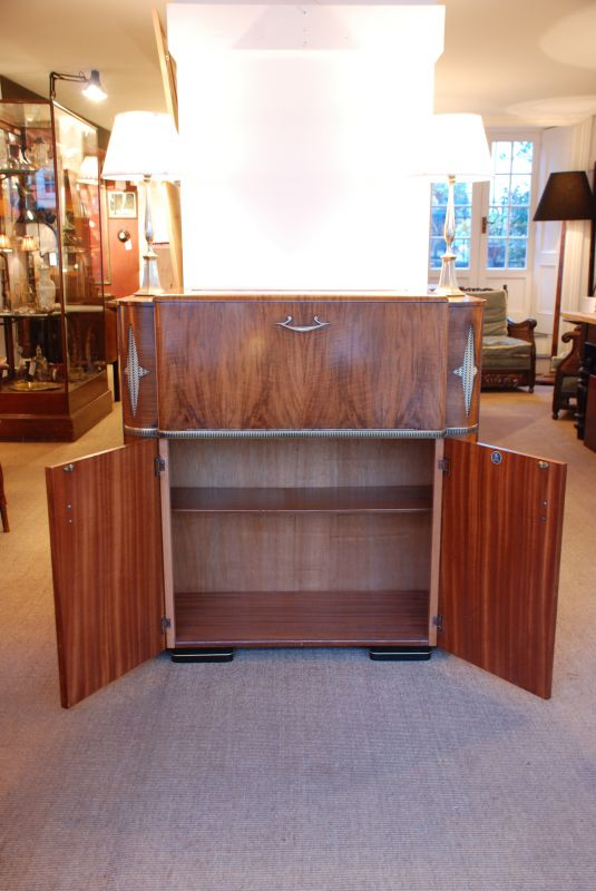 Art Deco 1950s Cocktail Cabinet In Walnut Cabinets And